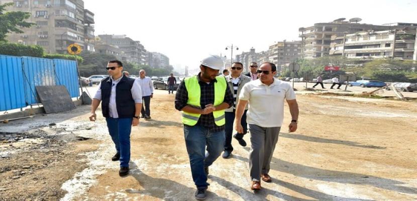 بالصور- الرئيس السيسي يتفقد سير الأعمال الإنشائية بمجموعة مشروعات الطرق والكباري بمنطقة مصر الجديدة