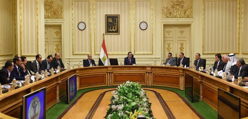 بالصور..رئيس الوزراء يلتقي نواب محافظتي شمال وجنوب سيناء ويوجه بوضع تصور بالموارد المالية المطلوبة