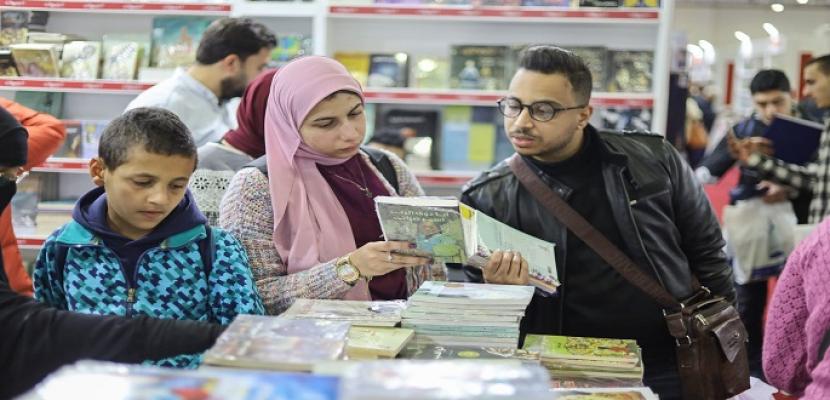 جناح الأزهر بمعرض الكتاب يناقش اليوم مشكلات التنمر والتفكك الأسري