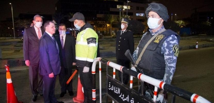 وزير الداخلية في جولة ميدانية لتفقد خطط انتشار قوات الشرطة أثناء الحظر