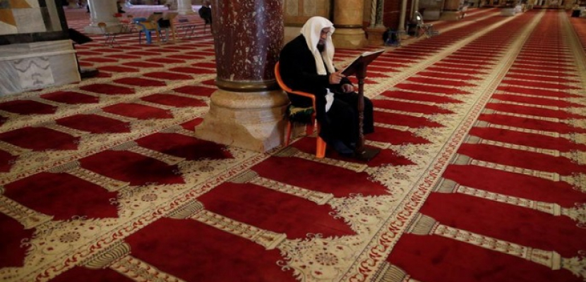 خطيب الجمعة الأخيرة من رمضان يعلن اقتراب فتح المسجد الأقصى أمام المصلين
