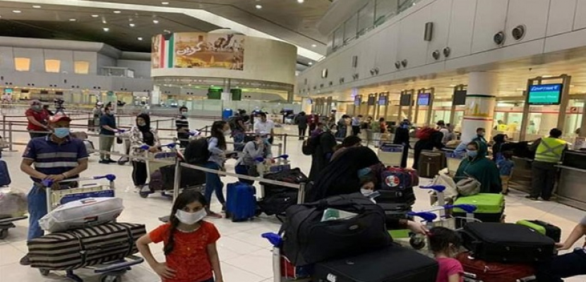 القوى العاملة: وصول 8 رحلات طيران تقل 1435 عاملا مصريا من العالقين بالكويت اليوم