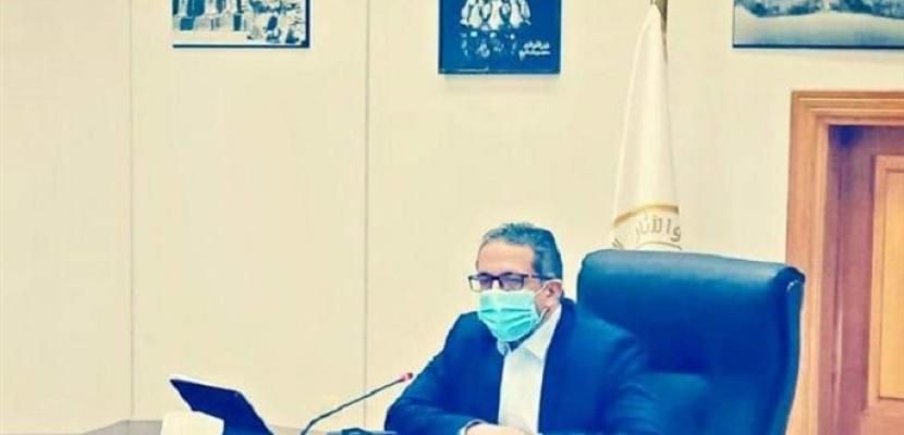 العناني يطالب بضرورة الالتزام بالضوابط الصحية للفنادق
