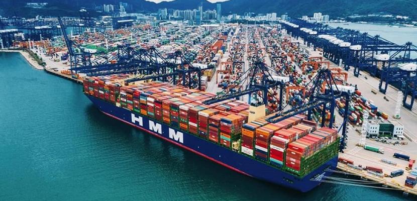 بالصور .. وزارة النقل: قناة السويس تستعد لعبور أكبر سفينة حاويات في العالم وعلى متنها ٢٤ ألف حاوية