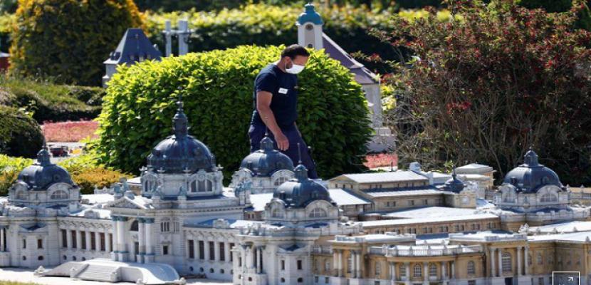 """الزوار يعودون لمعالم أوروبا الرئيسية في حديقة """"مجسمات صغيرة"""""""