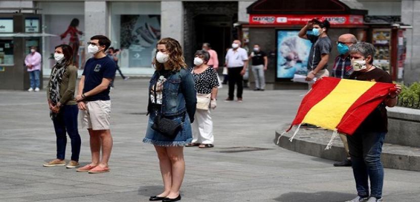 إصابات كورونا في إسبانيا تتجاوز 700 ألف