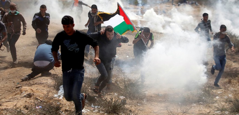 إصابة عشرات الفلسطينيين بالاختناق جراء قمع قوات الاحتلال الإسرائيلي لمسيرة برام الله