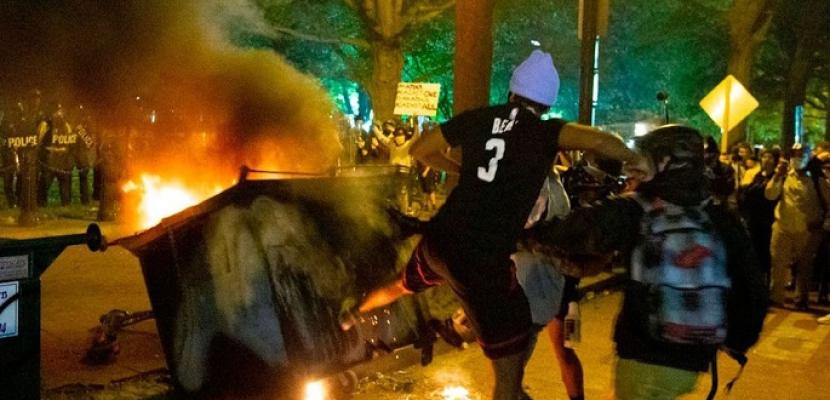 تواصل مظاهرات امريكا .. المحتجون يعودون للبيت الأبيض وإطلاق نار على شرطى بنيويورك