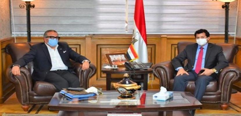 وزير الرياضة يبحث مع الجنايني خطة عودة النشاط