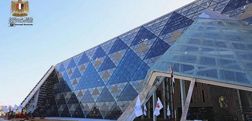 العناني: نبحث تسجيل المتحف الكبير على قائمة التراث المعماري الحديث بالإيسيسكو
