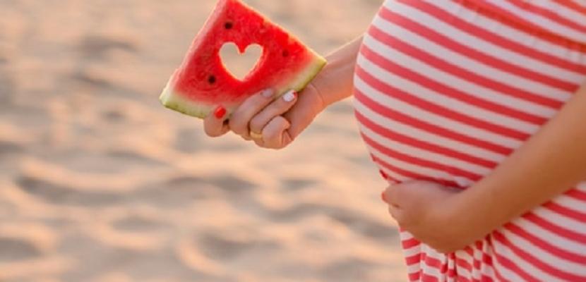 فوائد عديدة لتناول البطيخ للحامل والجنين