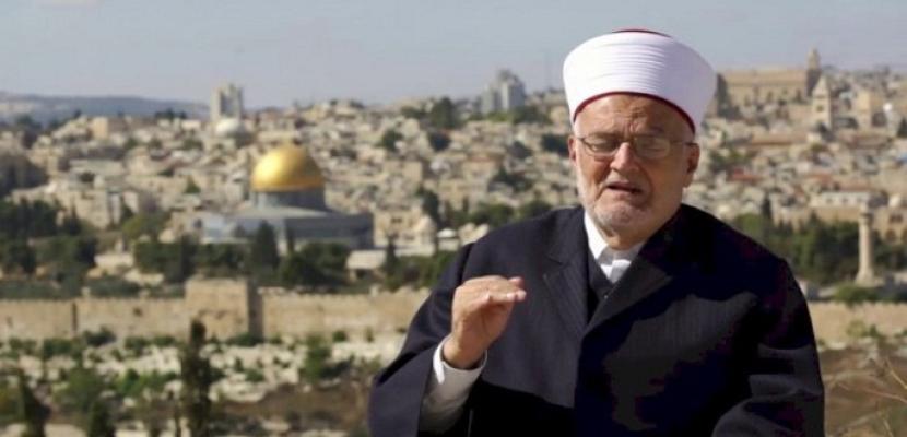 الاحتلال الإسرائيلي يمدد إبعاد خطيب المسجد الأقصى 4 أشهر