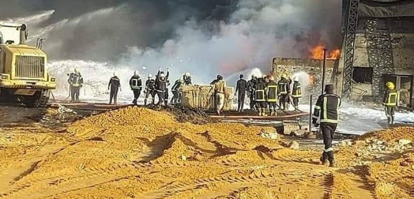 """بالصور.. البترول: السيطرة على حريق خط البترول بأول طريق """"القاهرة – الإسماعيلية"""" الصحراوي"""