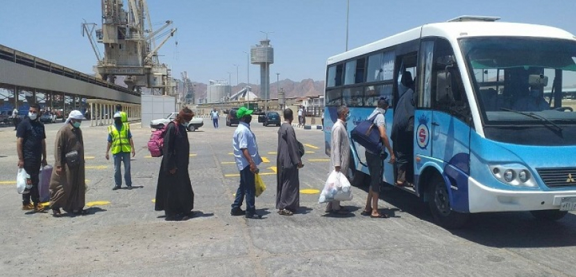 بالصور.. وزير النقل يتابع وصول 1036 راكب مصرى لمينائي سفاجا ونويبع من المصريين العائدين من السعودية والأردن