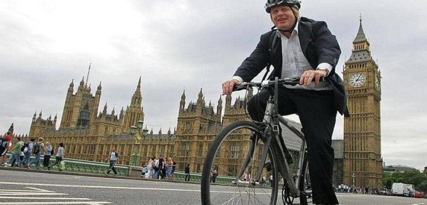جونسون يتعهد بملياري جنيه استرليني لتشجيع المشي وركوب الدراجات الهوائية