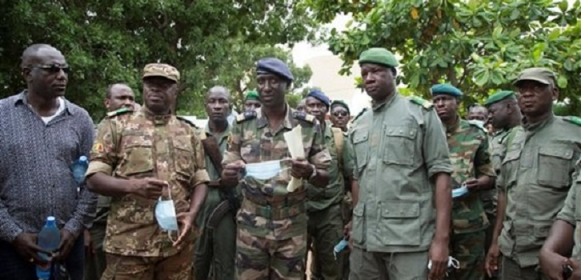 تعيين وزير الدفاع الأسبق في مالي رئيساً مؤقتاً للبلاد