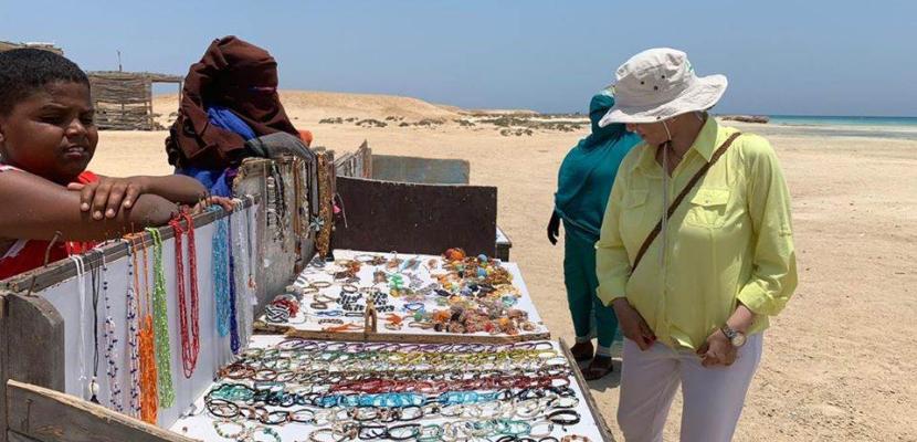 بالصور..وزيرة البيئة توجه بتطوير محمية وادي الجمال لأهميتها للسياحة العالمية