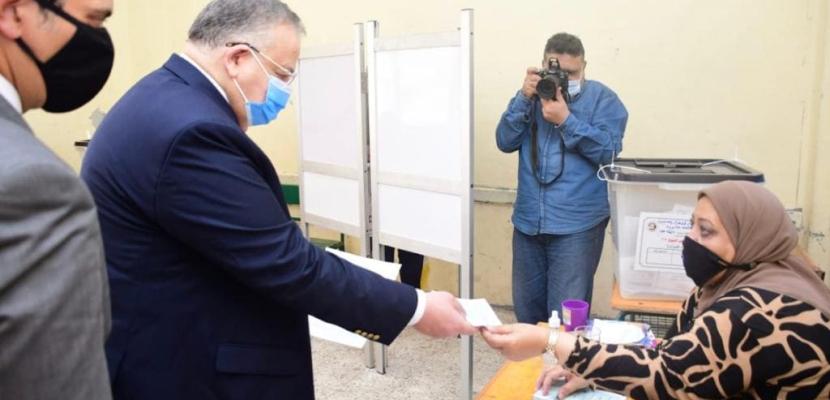 بالصور.. وكيل اول مجلس النواب يدلي بصوتة في انتخابات مجلس الشيوخ
