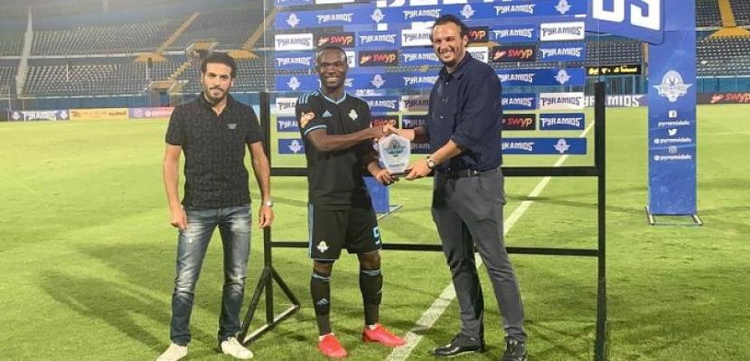 بيراميدز يكرم جون أنطوي لدخوله نادي المئة في الدوري المصري