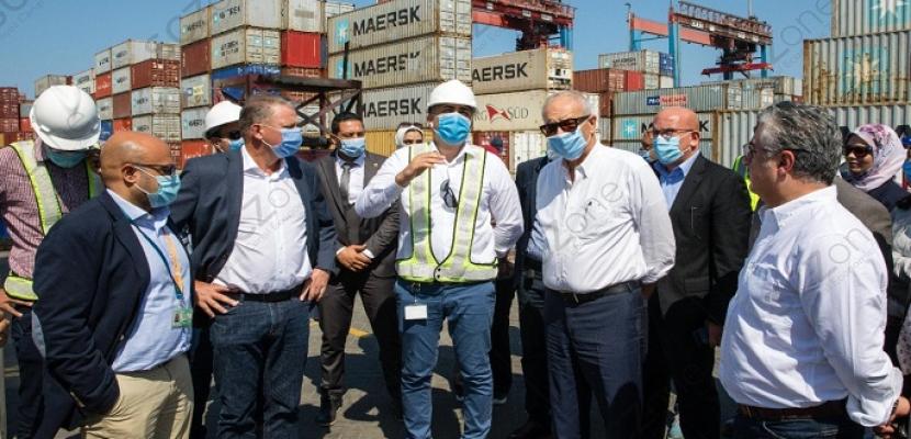 بالصور .. رئيس الهيئة العامة للمنطقة الاقتصادية لقناة السويس يتفقد لجان الفحص بموانئ المنطقة