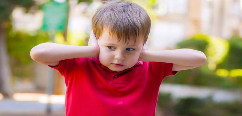 كيف تفرقين بين فرط الحركة والتوحد عند طفلك؟