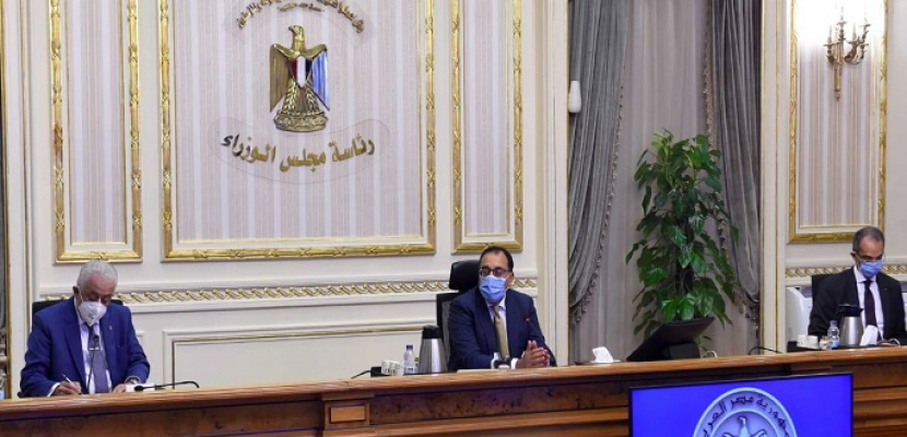 """بالفيديو والصور.. رئيس الوزراء يبحث خطوات توطين صناعة """"التابلت"""" في مصر"""
