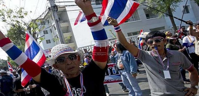 المحتجون في تايلاند ينزلون إلى الشوارع في تحد جديد لحظر المظاهرات