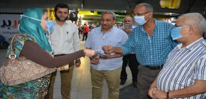 مترو الأنفاق يفاجئ جمهوره بتقديم هدايا رمزية عند شراء تذكرة المترو