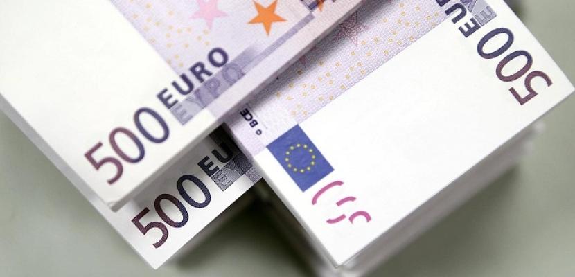 سيدة فرنسية تعثر على ثروة فى منزل والدتها وتسلمها للشرطة