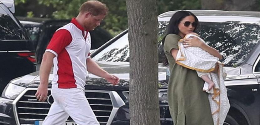 الأمير هاري وميجان يتوصلان إلى تسوية مع وكالة التقطت صورا لابنهما من داخل المنزل