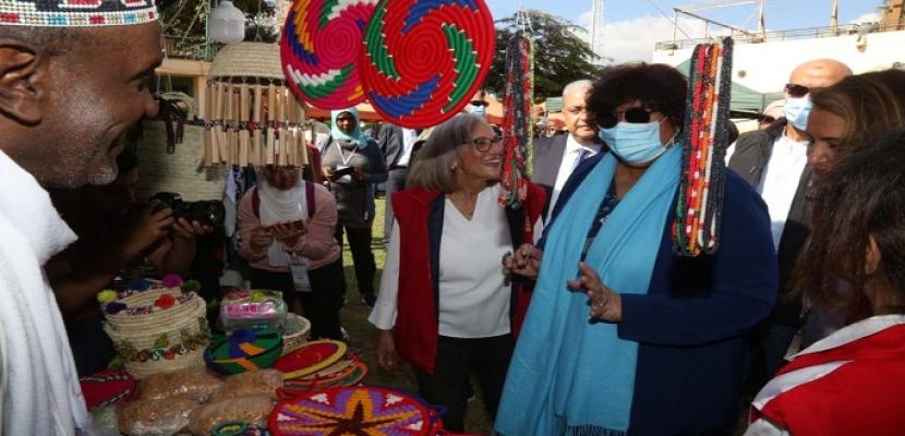 وزيرة الثقافة: الدولة تولى اهتماما خاصا بالحرف اليدوية والصناعات الصغيرة