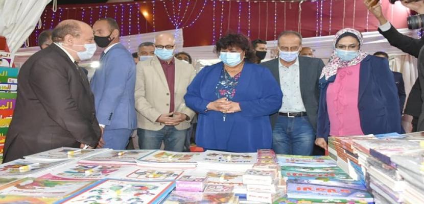 بالصور .. وزيرة الثقافة تفتتح معرض الأوبرا الأول للكتاب