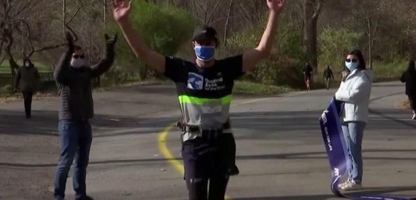 رجل كفيف يعدو خمسة كيلومترات منفرداً دون مساعدة بشرية