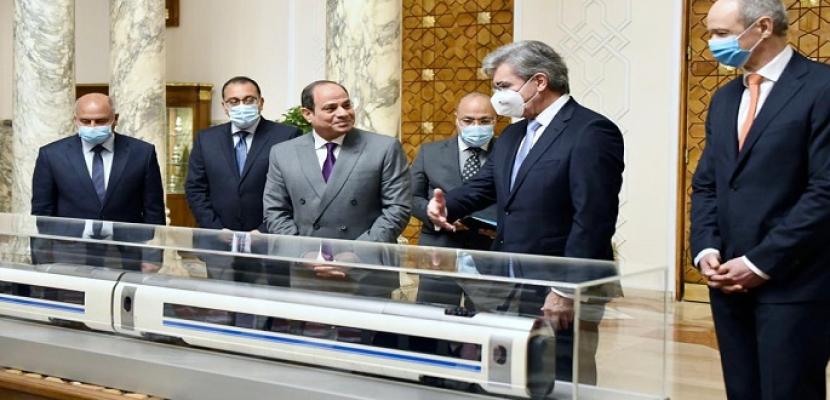 بالصور.. السيسي يبحث مع رئيس سيمنز تنفيذ مشروع القطار الكهربائي