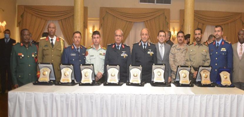 القوات المسلحة تنظم احتفالية لتسليم شهادات الاعتماد الدولية (ISO) للكلية الجوية