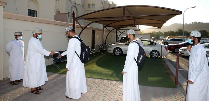 سلطنة عُمان تتخذ إجراءات طارئة بشأن التجمعات والدراسة.. وتوصي بتجنب السفر