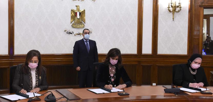 """رئيس الوزراء يشهد توقيع بروتوكول تعاون للتمكين الاقتصادي للعمالة المتضررة من """"كورونا"""" ودعم العمالة العائدة من الخارج"""