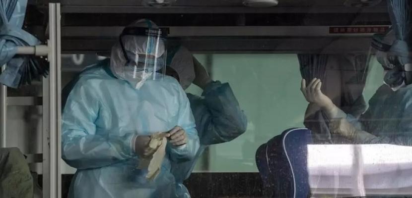 الصين تسجل أول حالة وفاة بكورونا منذ 8 أشهر.. وخبراء منظمة الصحة يصلون إلى ووهان لتحرّي منشأ كوفيد-19