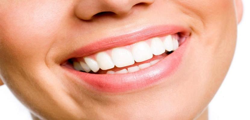 خلطات طبيعية لأسنان بيضاء لامعة