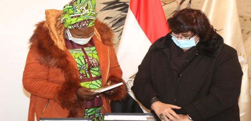 بالصور.. وزيرة الثقافة تبحث مع نظيرتها من جنوب السودان تعزيز التبادل الثقافي والفني