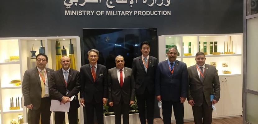 بالصور.. وزير الإنتاج الحربي يبحث التعاون مع شركة كورية في التصنيع العسكري