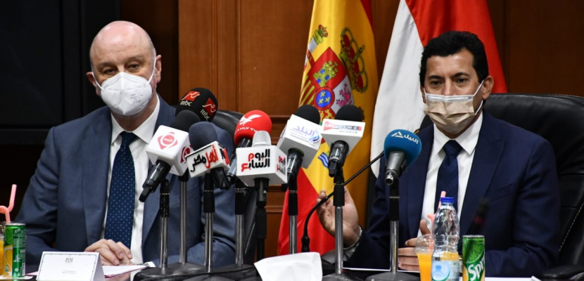 """وزير الشباب والرياضة يعلن تفاصيل التعاون مع الوكالة الاسبانية من خلال مبادرة""""كن رائد أعمال مبدع"""""""