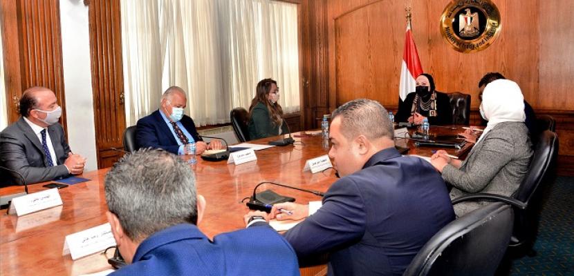 وزيرة التجارة والصناعة تعقد لقاءً موسعاً مع رؤساء المجالس التصديرية لاستعراض الملامح الرئيسية للبرنامج الجديد لمساندة الصادرات ورد الأعباء