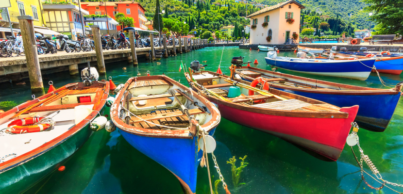 صور تترجم روعة وجمال  البحيرات الإيطالية