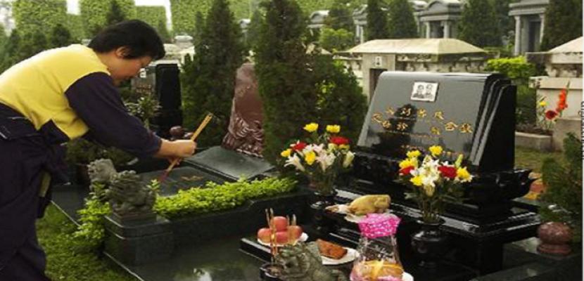 """الصينيون يحتفلون بعيد """"كنس القبور"""" وسط تدابير استثنائية بسبب """"كورونا"""""""