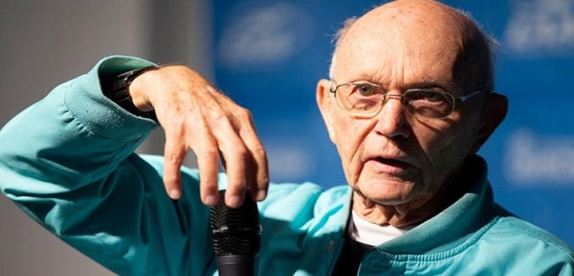 وفاة مايكل كولينز قائد مركبة رحلة الهبوط على القمر بعد صراع مع المرض