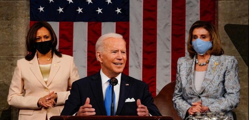 سابقة في تاريخ أمريكا.. امرأتان قويتان تحيطان بالرئيس