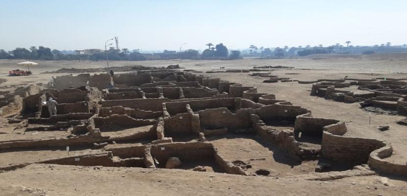 بالصور.. زاهي حواس يعلن اكتشاف المدينة الذهبية المفقودة في الأقصر