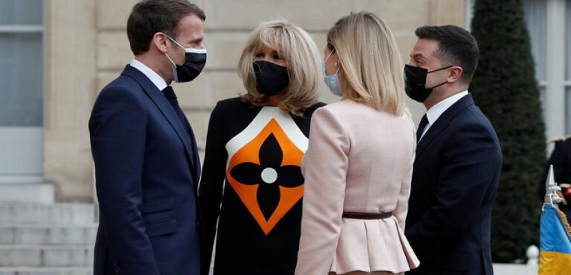 رئيس أوكرانيا يجري في باريس مفاوضات مع ماكرون وميركل