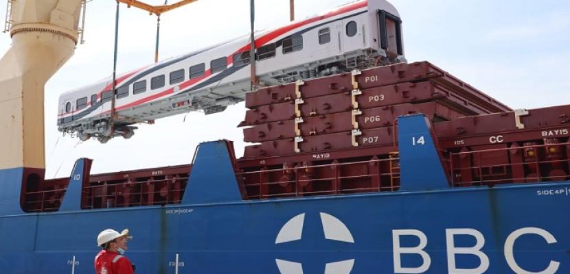 بالصور.. وزير النقل يعلن وصول 52 عربة سكة حديد جديدة للركاب إلى ميناء الإسكندرية خلال شهر أبريل